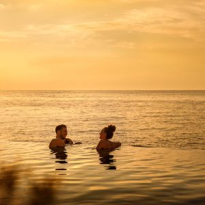 valamar-collection-marea-suites-infinity-pool-sunset-couple