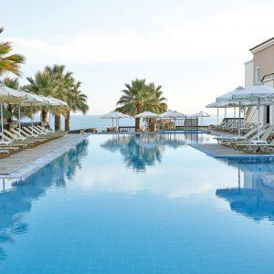 12-Exotic-pool-overlooking-the-Aegean-sea_72dpi (1)