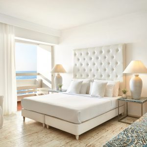 37-Superior-Guestroom-with-sea-views-and-large-glass-doors_72dpi